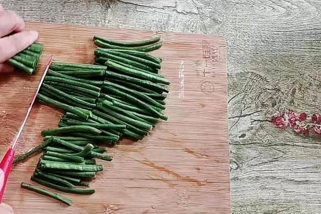 酸黄瓜豇豆角的家常做法