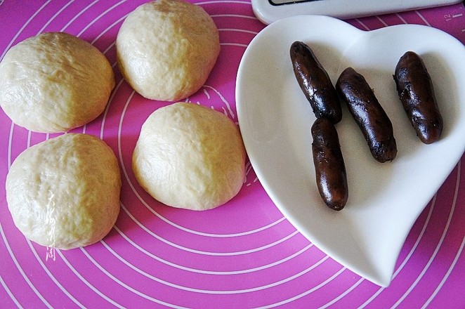 玫瑰豆沙馅面包的家常做法