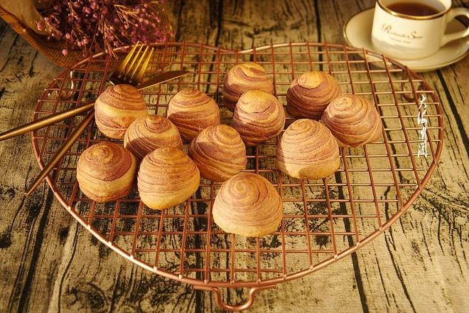 紫薯椰蓉酥皮月饼成品图