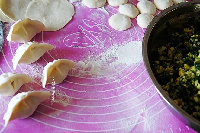 韭菜鸡蛋火腿肠馅水饺怎么吃