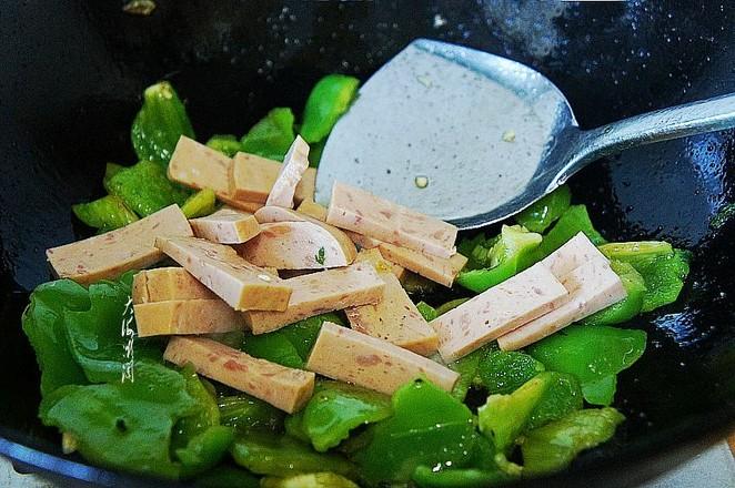 青椒炒火腿的简单做法
