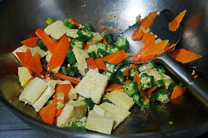 冻豆腐炒秋葵怎么做