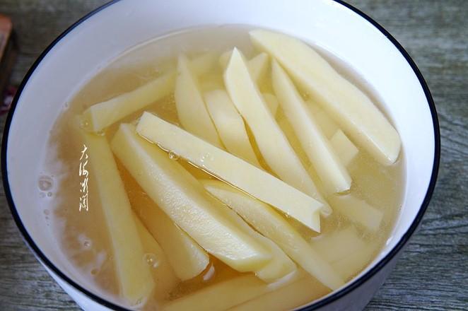 教你薯条最简单做法,无盐少油比买的更好吃,顶饱还不胖人的步骤