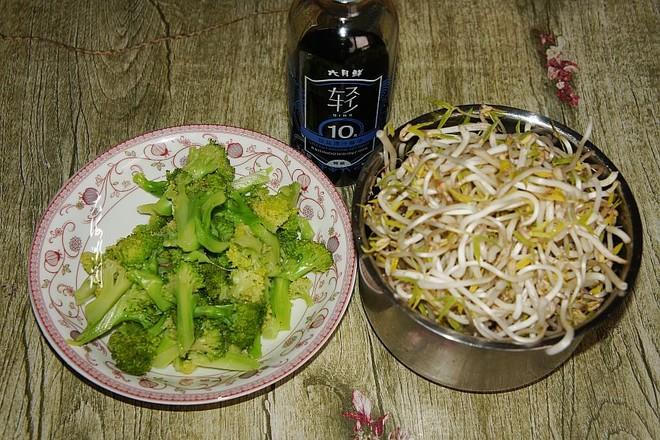 西兰花素炒绿豆芽的步骤