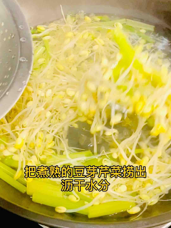 凉拌脆爽豆芽和芹菜的家常做法