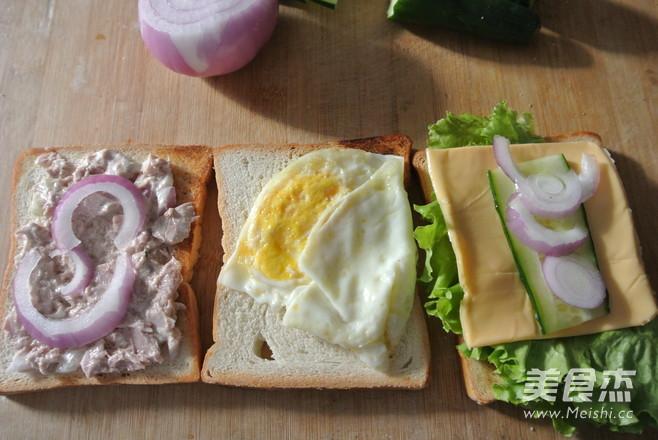 金枪鱼三明治怎么吃