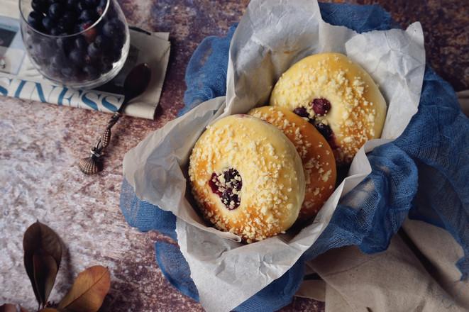 蓝莓酥粒面包成品图
