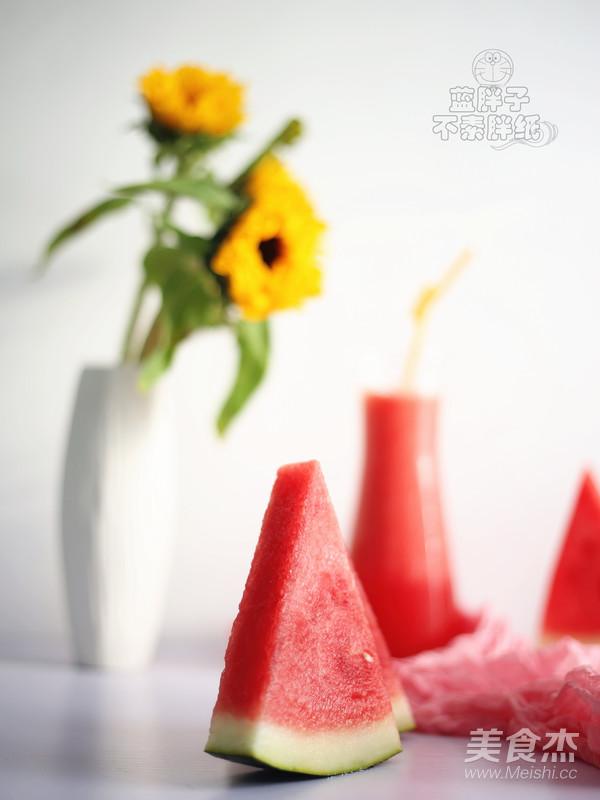 超解渴的鲜榨西瓜汁成品图