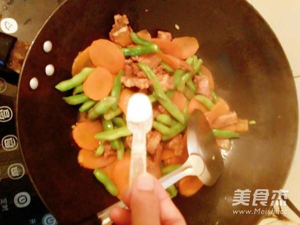 四季豆胡萝卜炒五花肉怎么炖