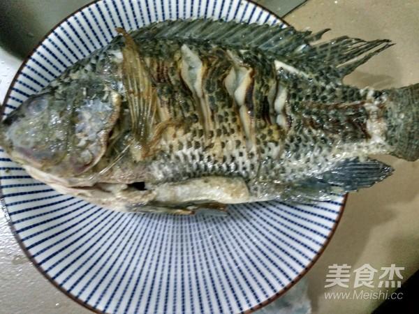 榨菜蒸罗非鱼的家常做法
