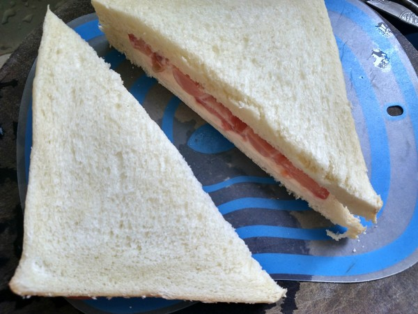 番茄火腿三明治怎么吃