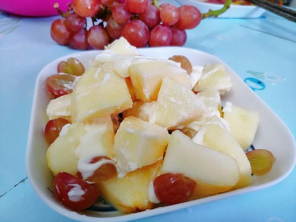 苹果葡萄沙拉成品图