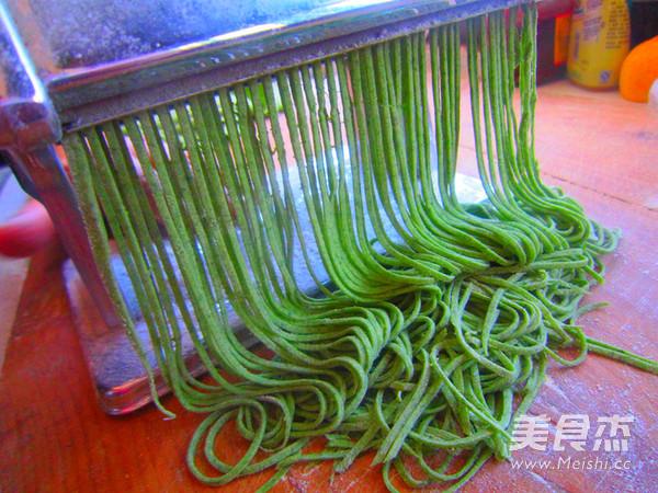 虾仁菠菜臊子面的步骤