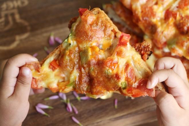 懒人吐司披萨成品图