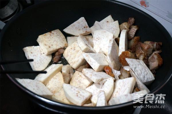 烧肉香芋煲怎么吃