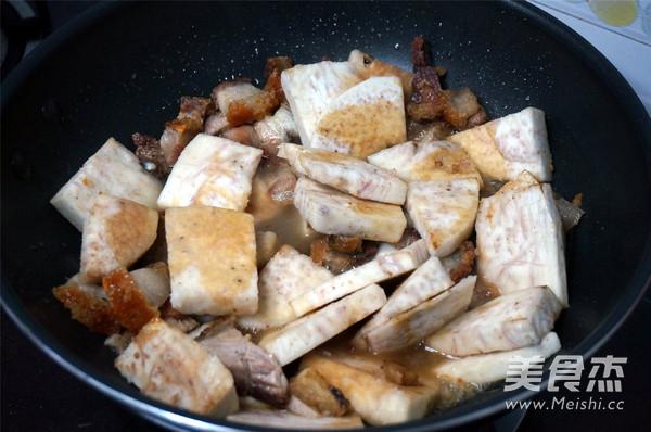 烧肉香芋煲怎么煸