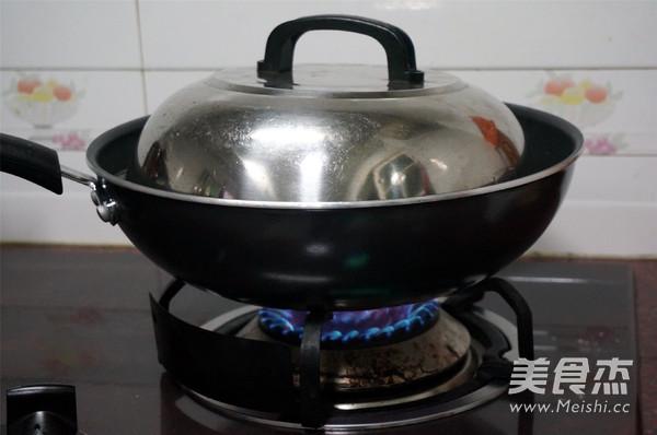 烧肉香芋煲怎样煸