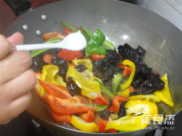 三色椒炒木耳怎么吃