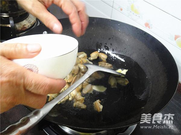 韭菜苔炒蚌肉的家常做法