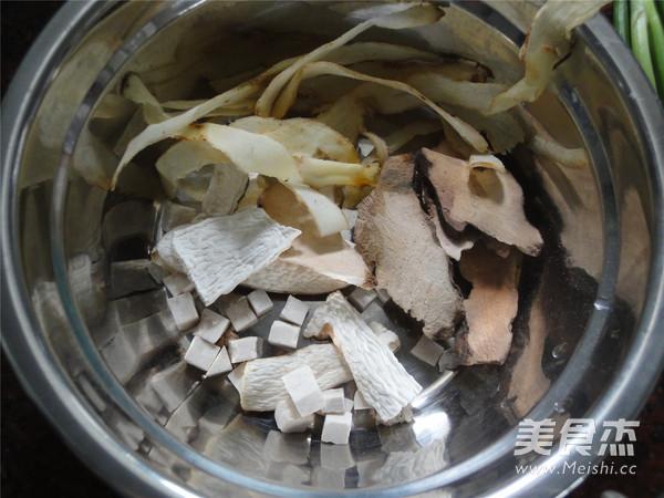土茯苓鱼骨祛湿汤的做法图解