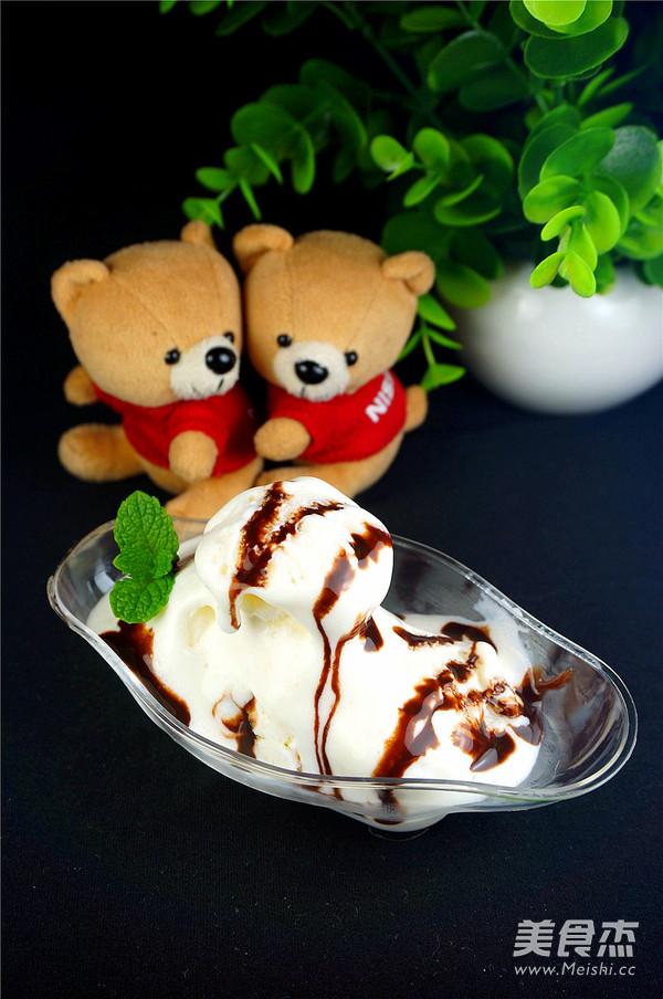 鲜奶冰淇淋成品图