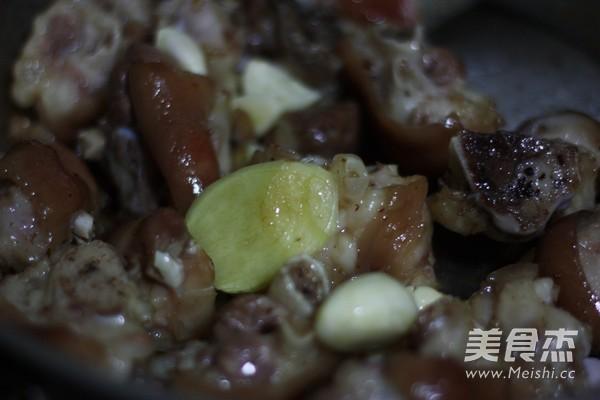 红烧腐乳猪蹄怎么煮