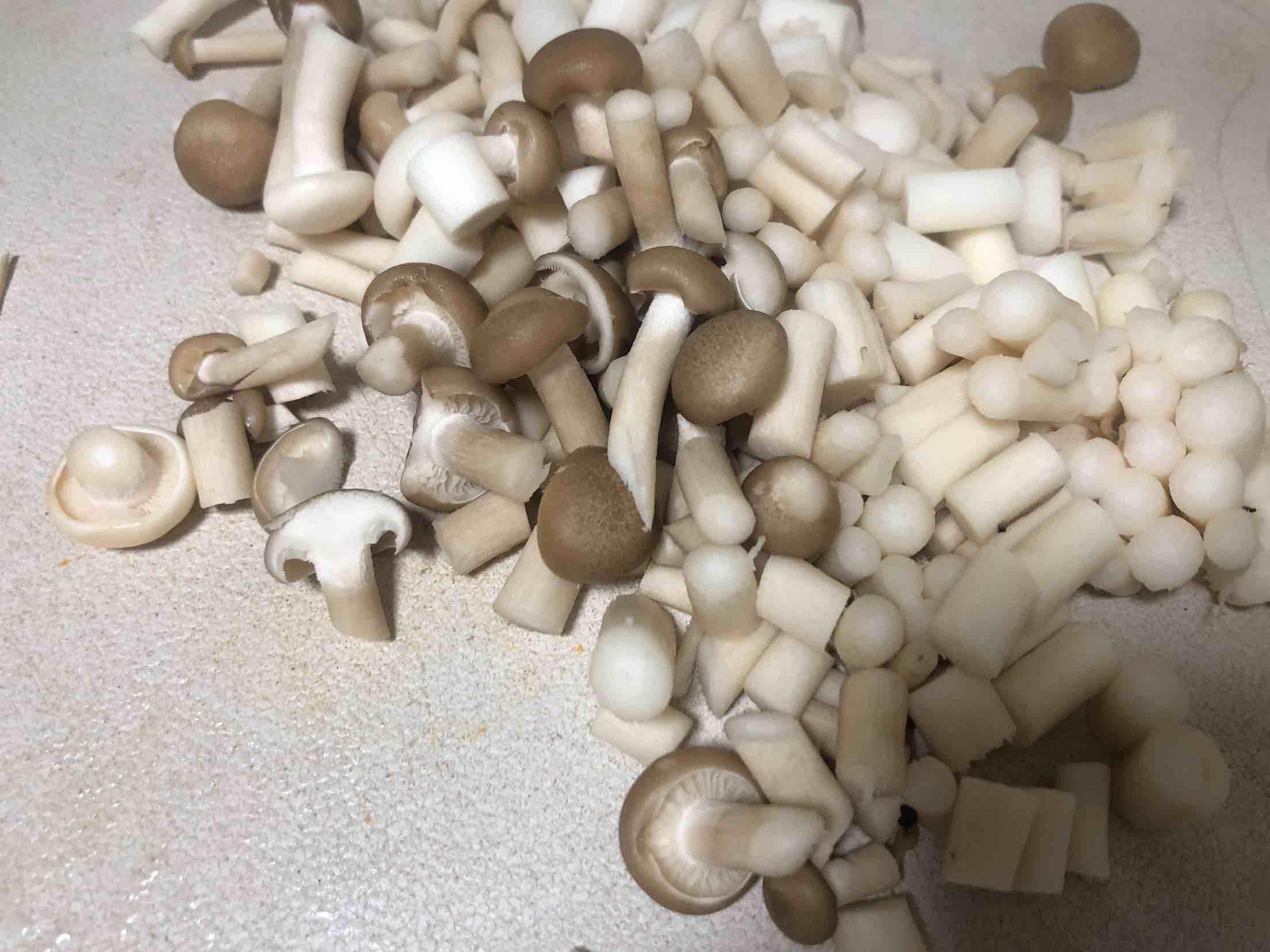 小菇炒鸡蛋的家常做法