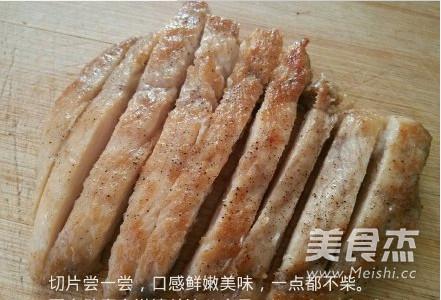 香煎滑嫩鸡胸肉成品图
