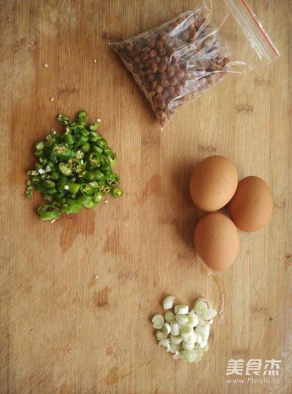 盐豆炒鸡蛋的步骤