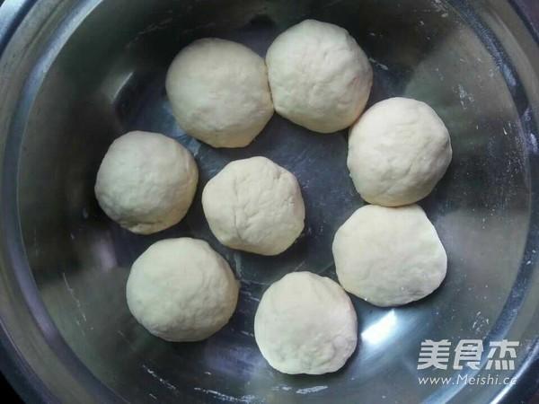 毛毛虫面包的简单做法