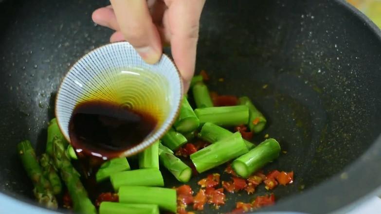 剁椒芦笋炒鸡蛋的简单做法