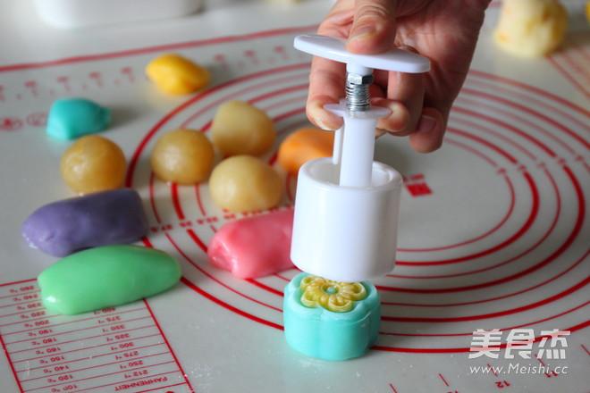 缤纷立体月饼的制作方法