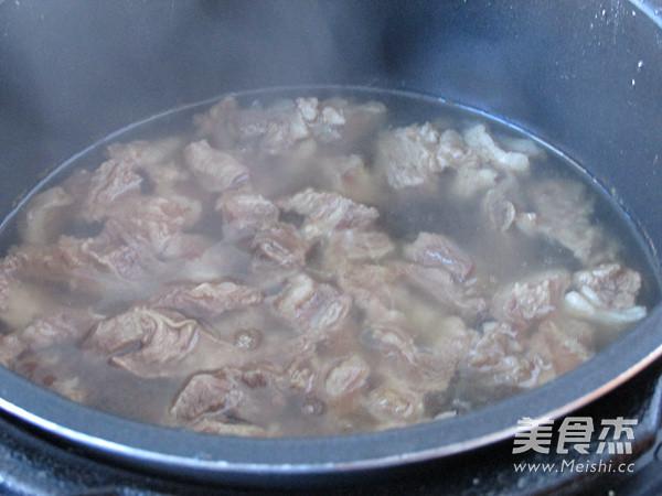 茄汁牛腩炖土豆的家常做法