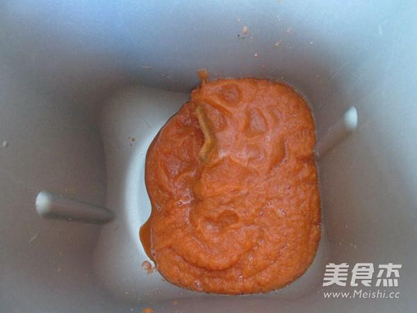 西红柿鸡蛋拌胡萝卜面的家常做法