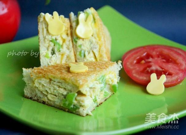 青椒煎蛋奶酪三明治成品图