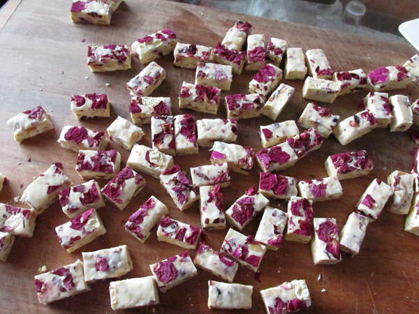 玫瑰花牛轧糖怎样炒