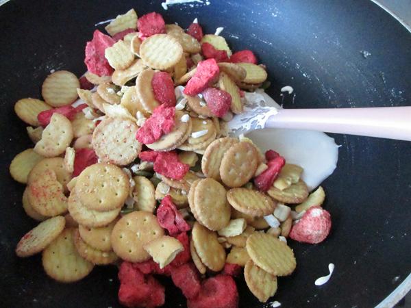 草莓雪花酥怎么煸