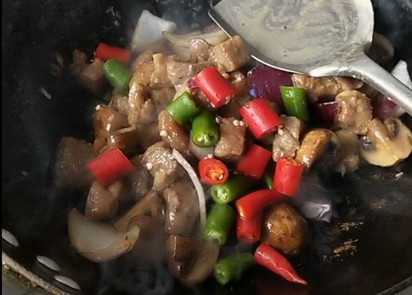 牛排菇牛肉拌饭怎样煮
