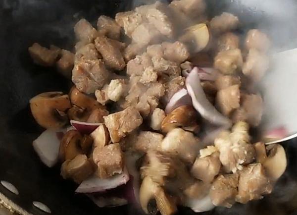 牛排菇牛肉拌饭怎样炒