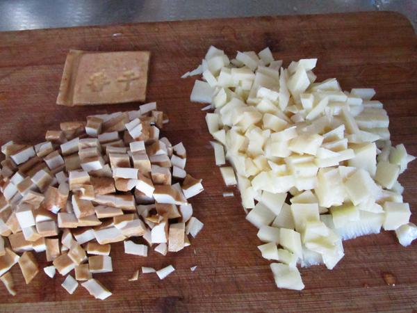 年夜菜硬菜之笋丁马兰头炒香干的家常做法