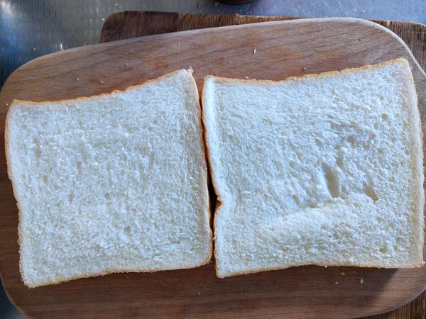 金枪鱼鸡蛋三明治的简单做法