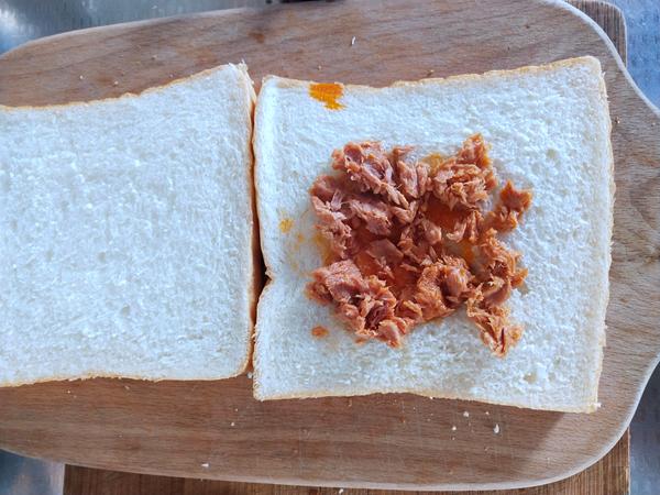 金枪鱼鸡蛋三明治怎么做