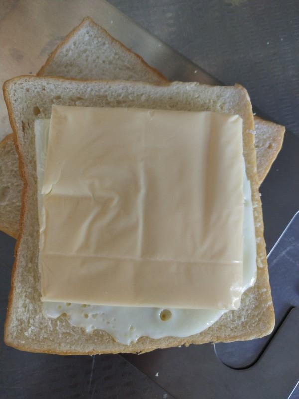 鸡蛋奶酪三明治的简单做法