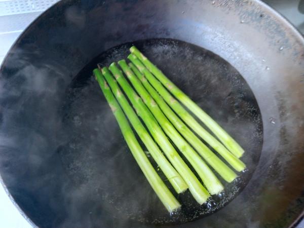 百合花拌芦笋的简单做法