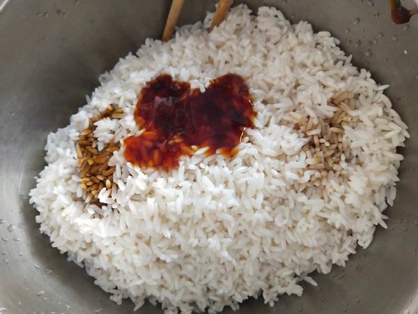 咸蛋黄鲜肉粽怎么吃
