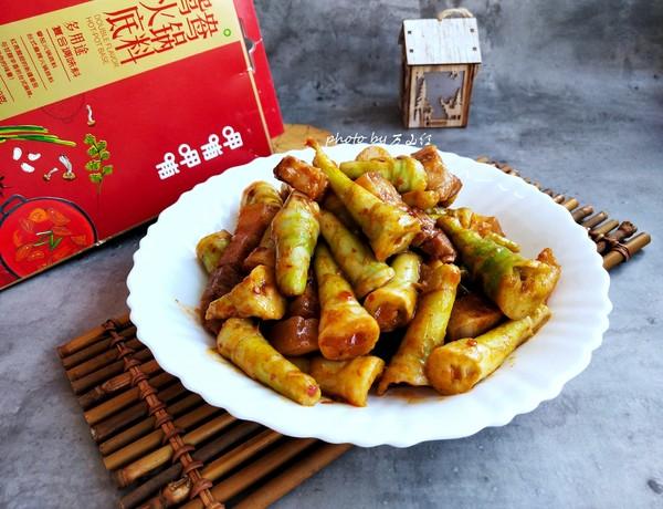 五花肉炒芦苇笋成品图