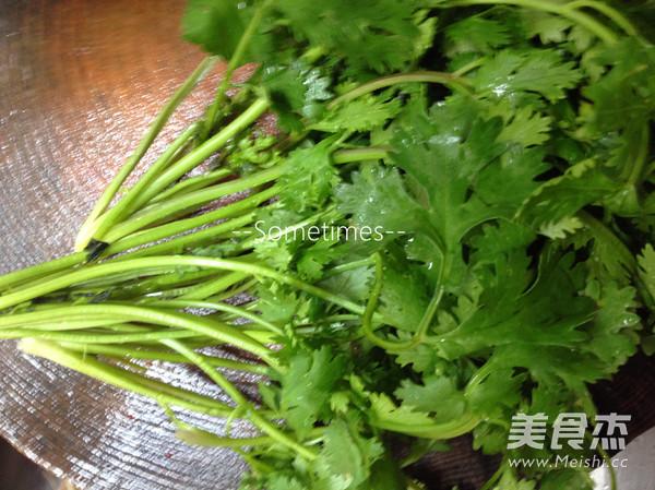 泡菜金针菇肥牛豆腐煲怎么煸