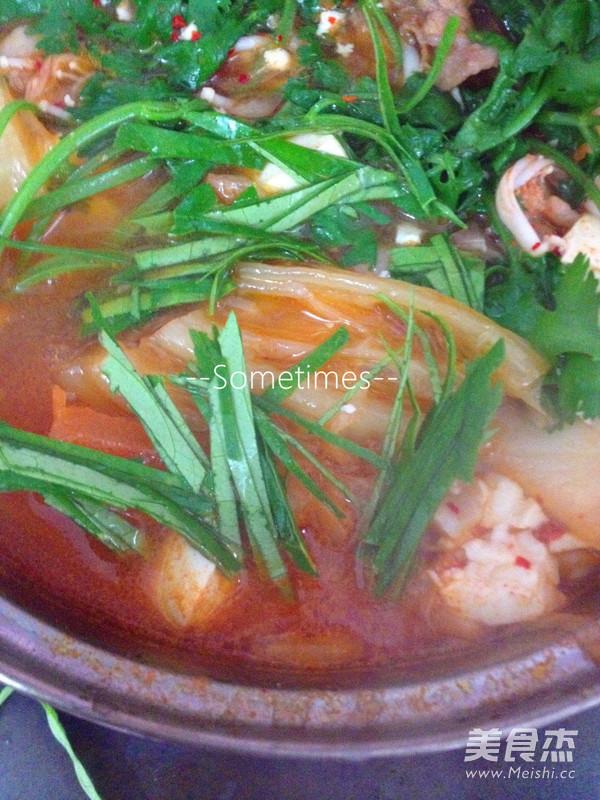 泡菜金针菇肥牛豆腐煲的制作