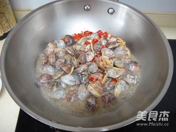 剁椒炒蛤蜊怎么吃