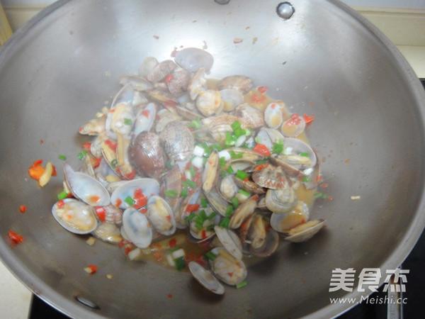 剁椒炒蛤蜊怎么炒